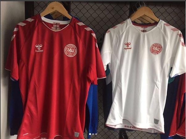 6fea3b9f6a Fornecedora da seleção da Dinamarca – eliminada pela Croácia nas oitavas de  final da Copa do Mundo – a empresa já colocou à venda a camisa dinamarquesa.