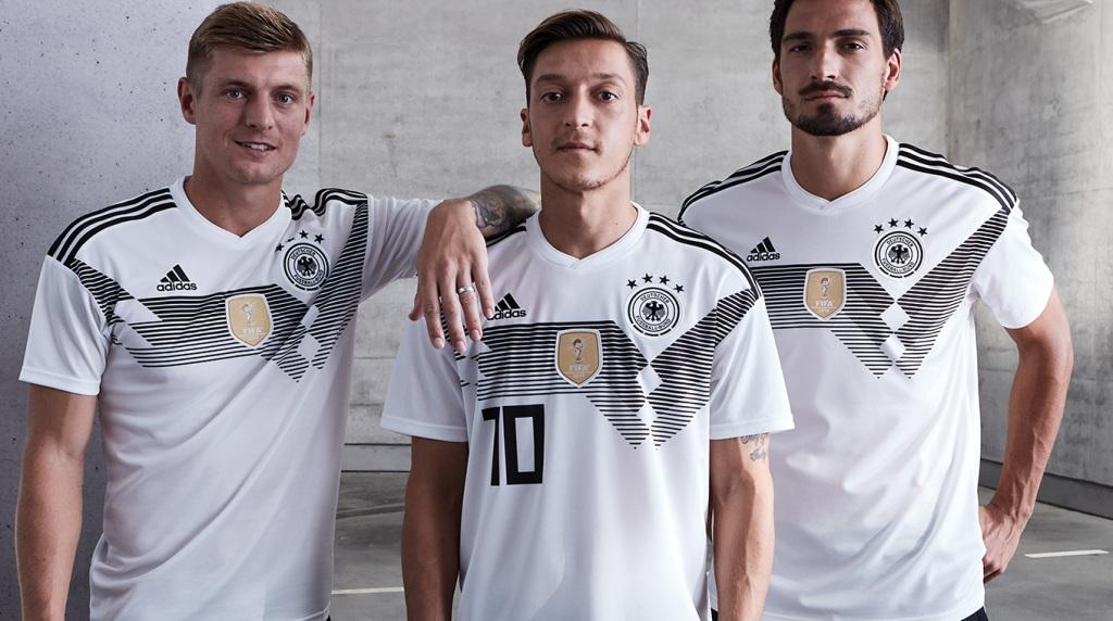A eliminação na primeira fase da Copa do Mundo pela primeira vez na  história ainda repercute na Alemanha. E até a fornecedora de material  esportivo da ... 14952c4598ce6