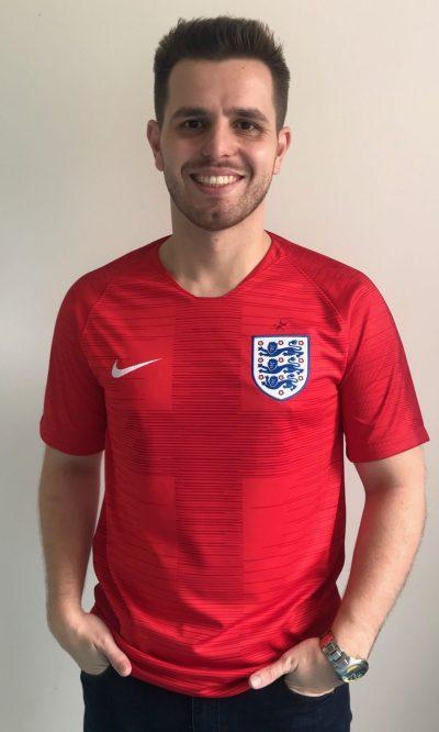 """A camisa que completa a terceira semana da série """"Minhas Camisas"""" é a da  Inglaterra 5688bcd47caae"""